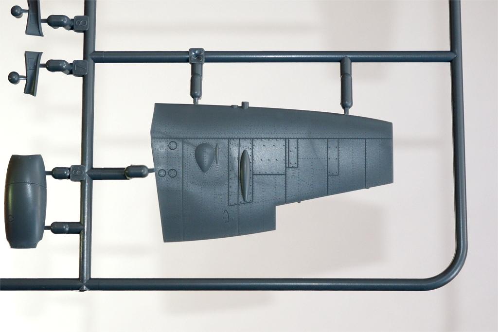 13_Spitfire-Mk-XVI_Eduard_Tragflaeche_spaet_oben_DSCF0769 Supermarine Spitfire Mk. XVI in 1:72 als OVERTREE von EDUARD #70124, #70125, #70126 und #70124