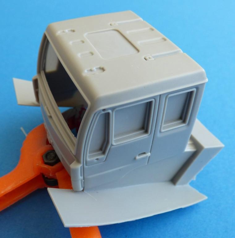CMK-8056-MAN-LE-10.220-Fahrerhaus-1 MAN LE 10.220 Flugzeugschlepper in 1:48 von CMK #8056