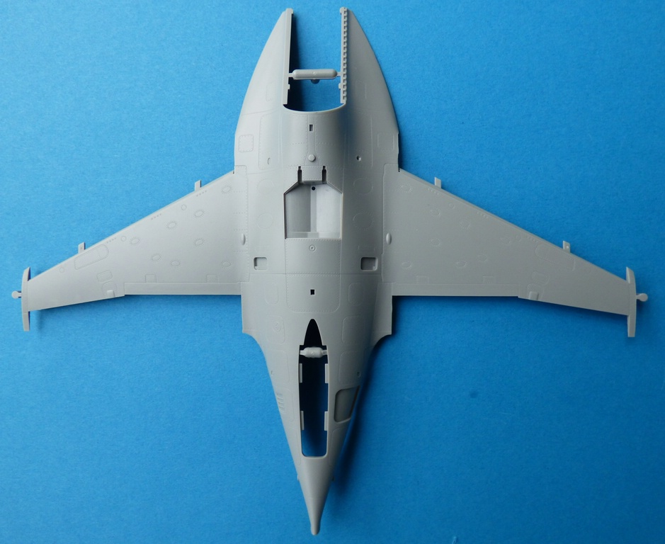 Kinetic-48063-M-346-Trainer-4 Alenia-Aermacchi M-346 in 1:48 Kinetic Gold 48063