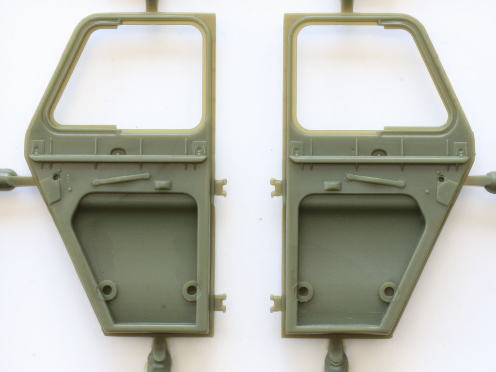 E-4-1 Soviet UAZ-469 All Terrain Vehicle 1:35 Trumpeter (#02327)