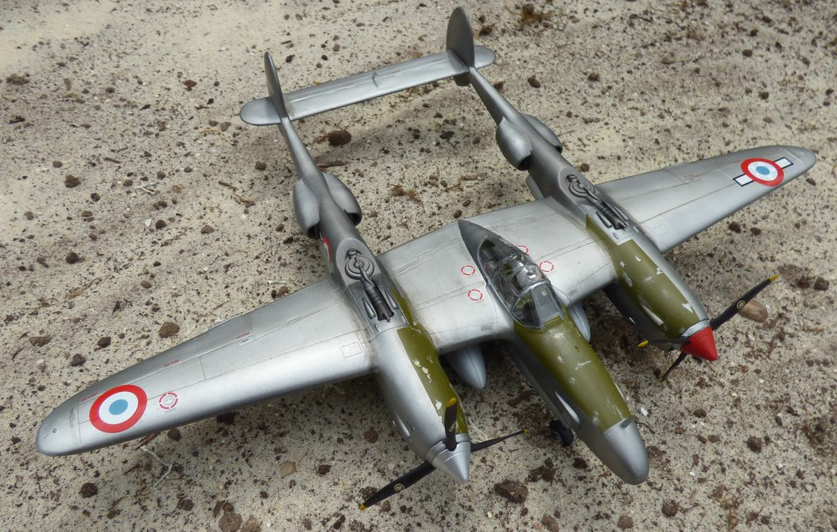 St.-Exupery-P-38-4 St. Exupérys -38 Lightning im Maßstab 1:48