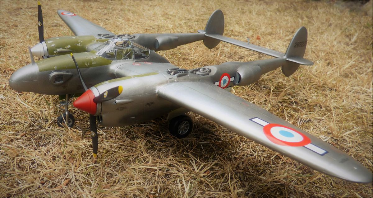 St.-Exupery-P-38-5 St. Exupérys -38 Lightning im Maßstab 1:48
