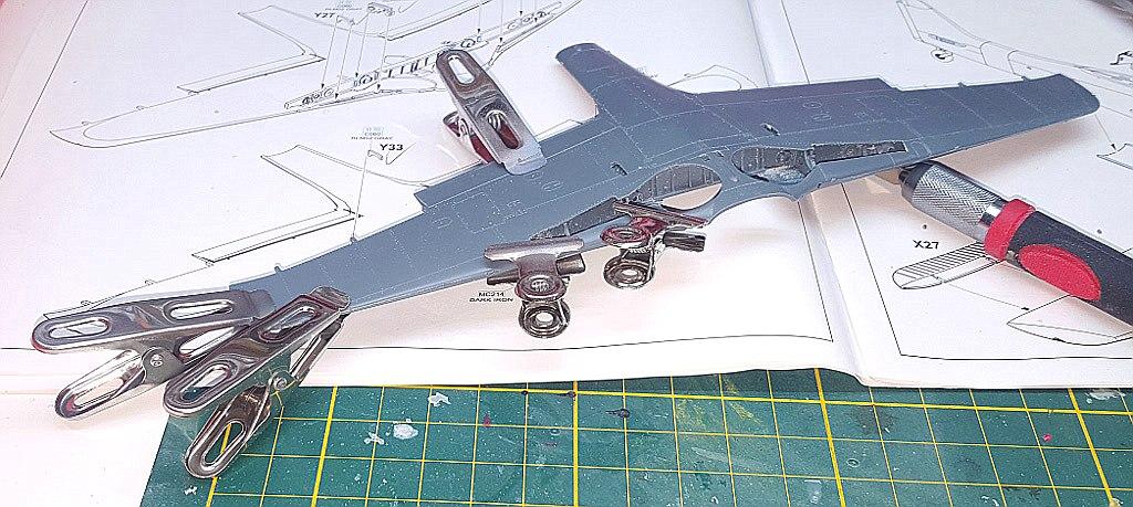 Eduard-8184-Fw-190-D-9-Werkstattbericht-Tragflächen-Verkleben Werkstattbericht: FW 190 D-9 von Eduard in 1:48