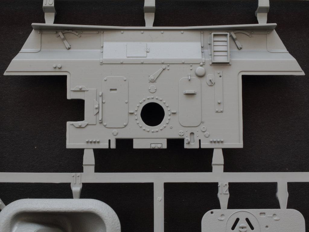E5-2 Jagdpanther G1 Early Production w/Zimmerit & Schwerer Plattformwagen Type SSys 1:35 Takom (2125X)