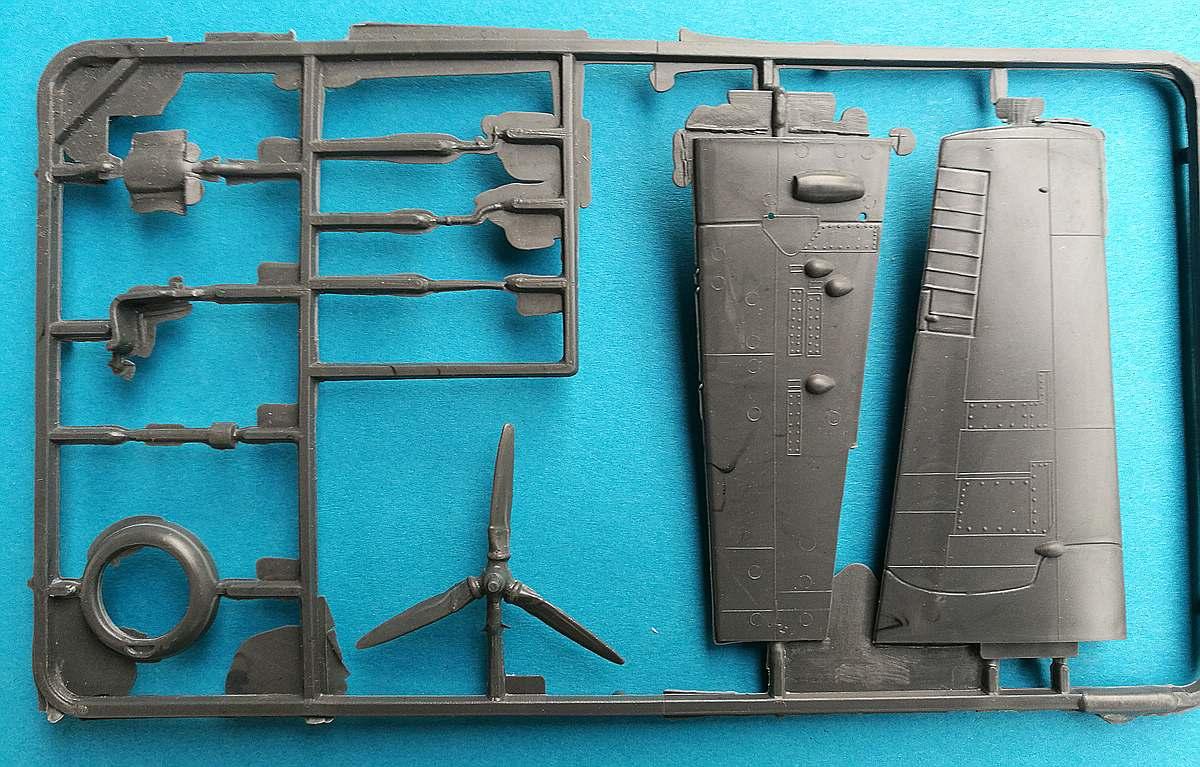 ISKRA-FROG-Wildcat-8 Kit-Archäologie: F4F-4 Wildcat in 1:72 von ISKRA (FROG F.432)