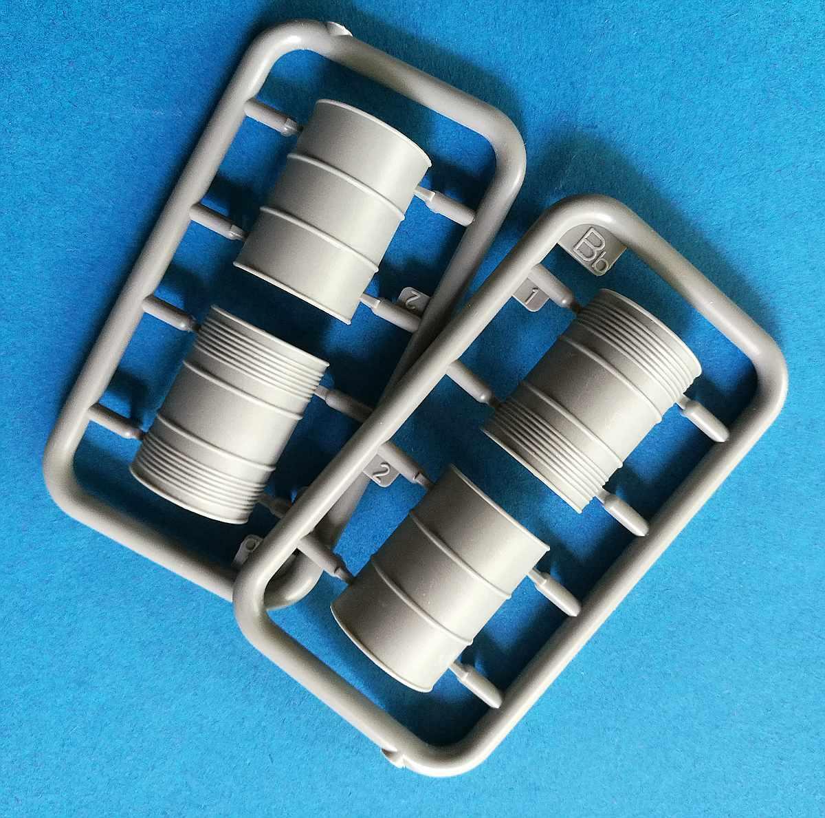 MiniArt-35596-Garage-Workshop-16 Garage Workshop in 1.35 von MiniArt #35596
