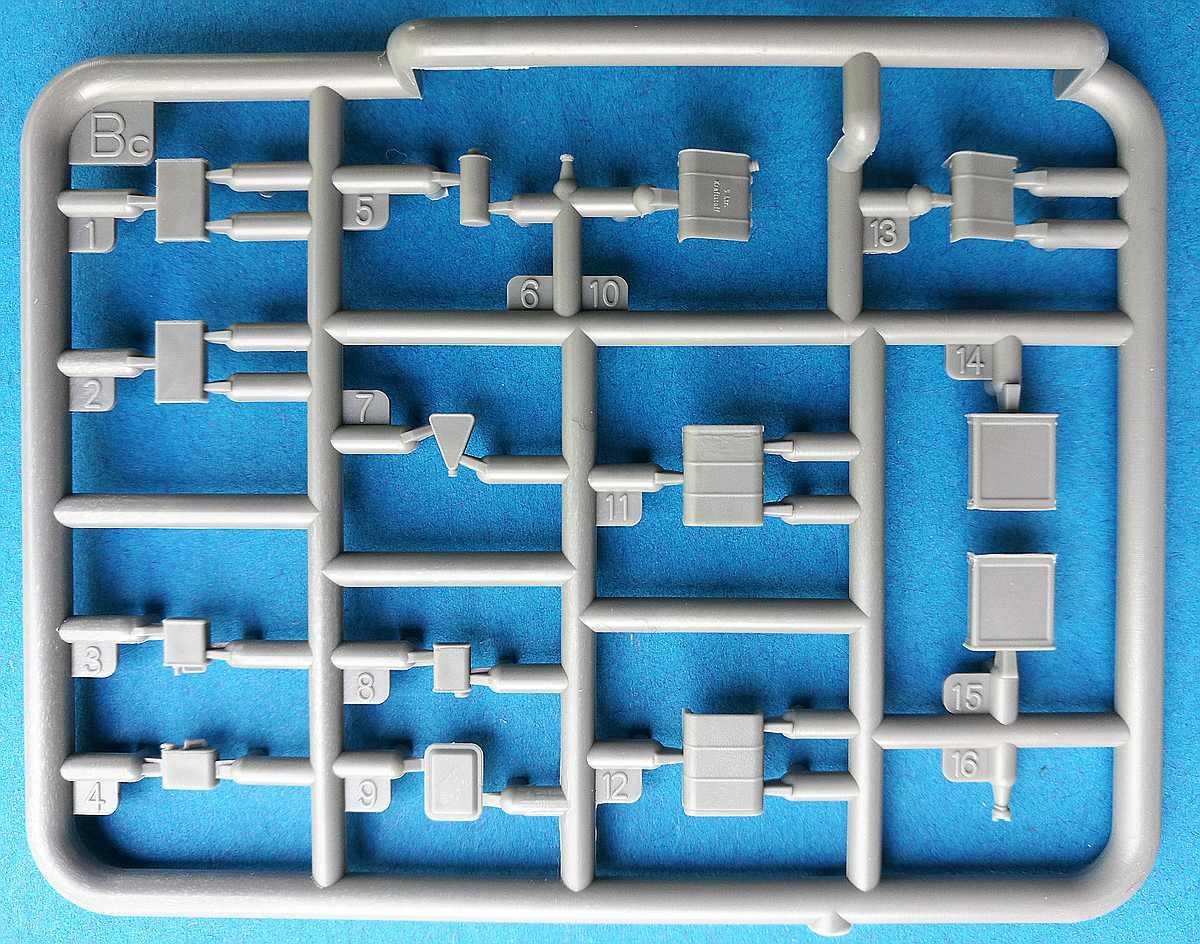 MiniArt-35596-Garage-Workshop-23 Garage Workshop in 1.35 von MiniArt #35596