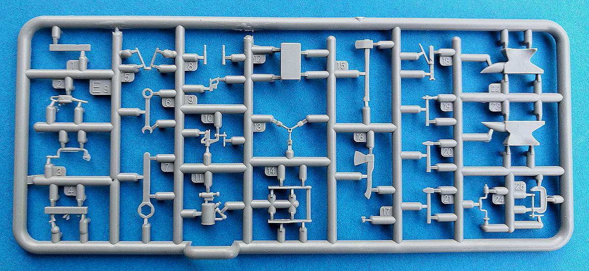 MiniArt-35596-Garage-Workshop-25 Garage Workshop in 1.35 von MiniArt #35596