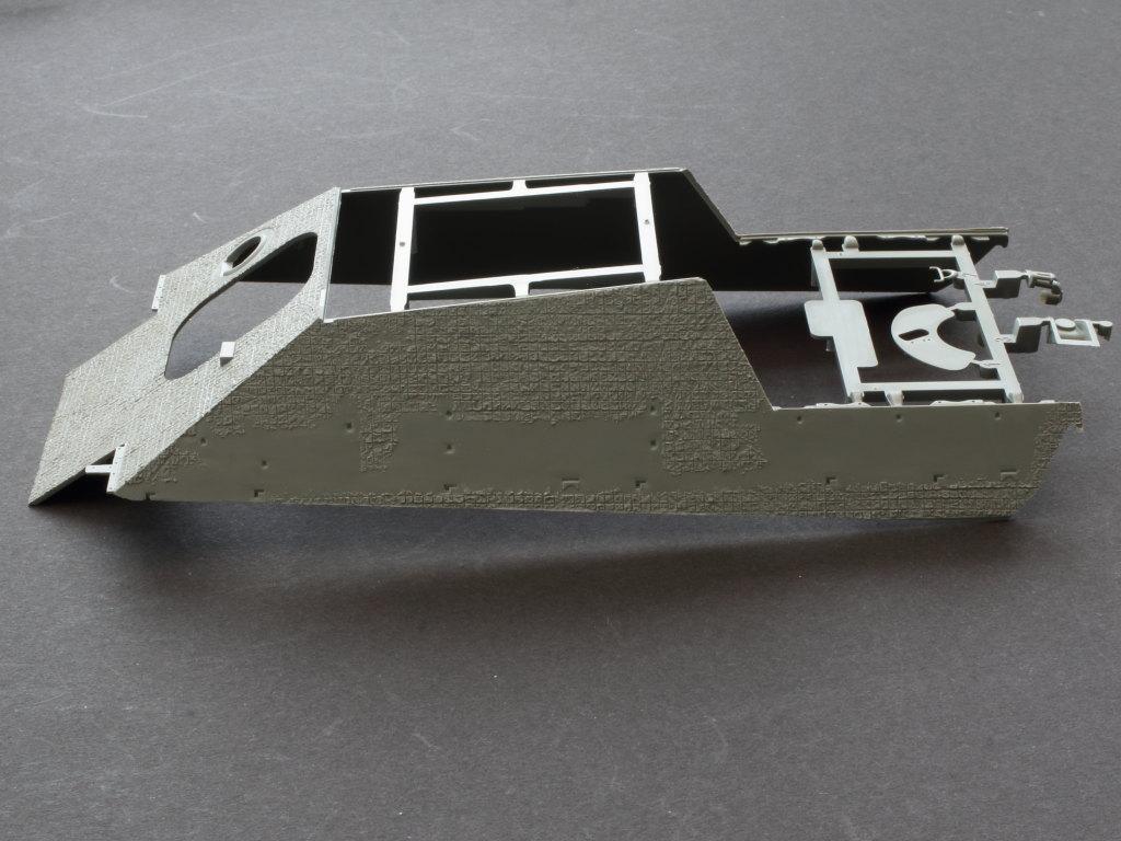 Oberwanne-4 Jagdpanther G1 Early Production w/Zimmerit & Schwerer Plattformwagen Type SSys 1:35 Takom (2125X)