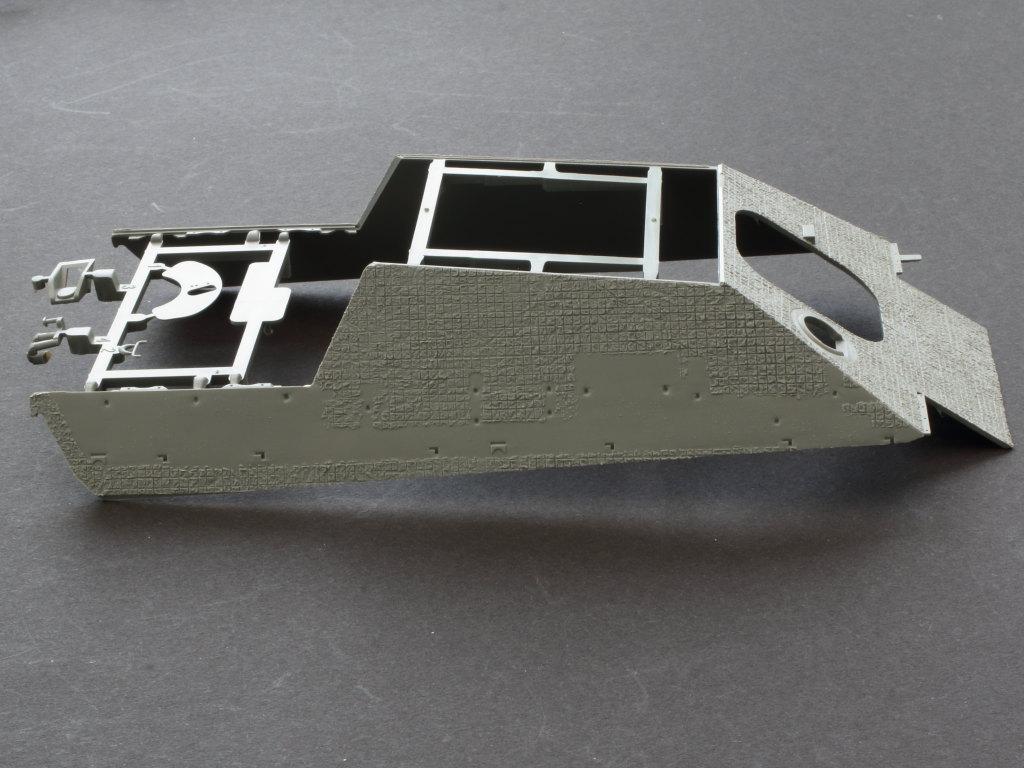 Oberwanne-5 Jagdpanther G1 Early Production w/Zimmerit & Schwerer Plattformwagen Type SSys 1:35 Takom (2125X)