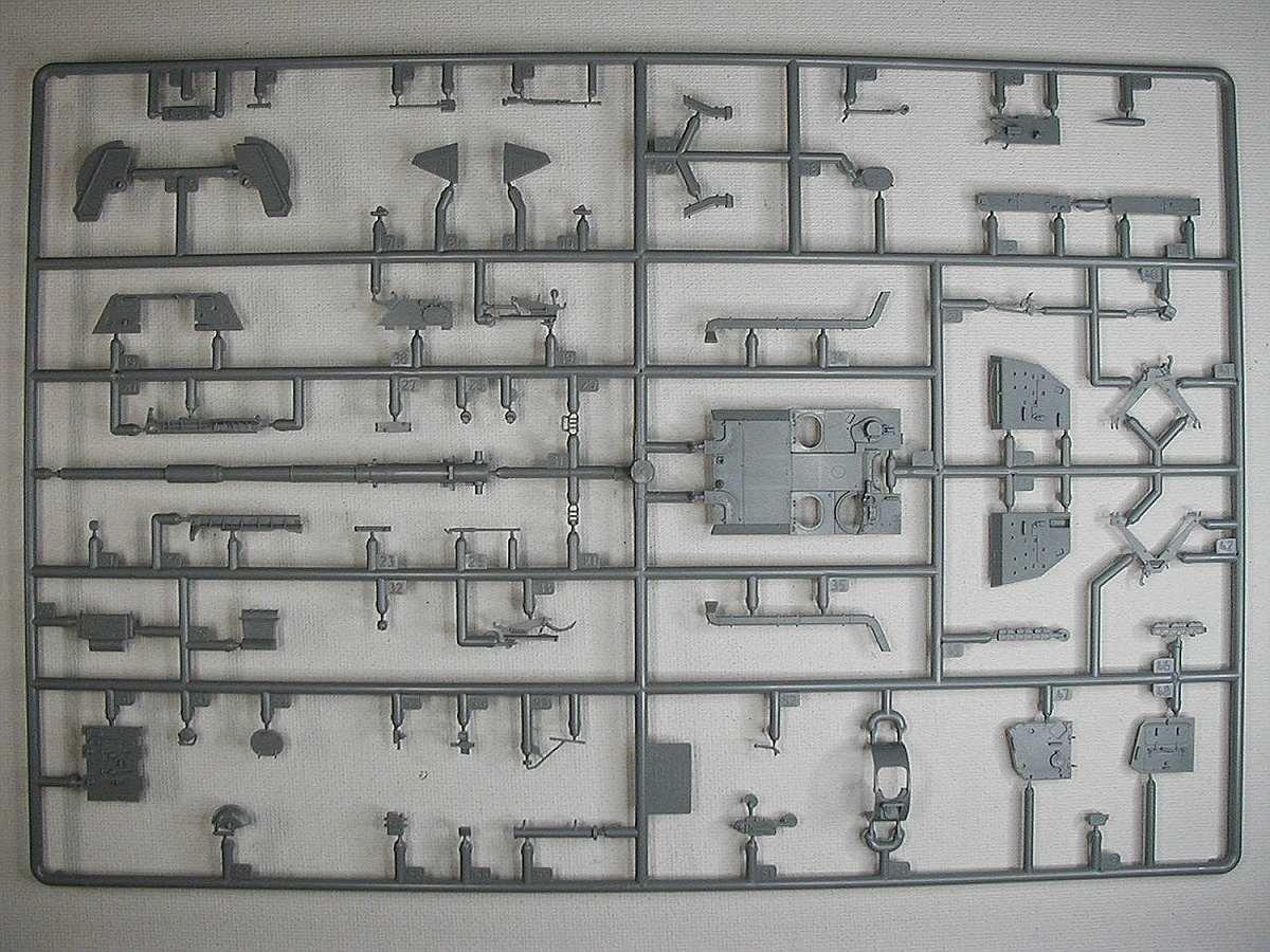 Zvezda-5045-MSTAS-152mm-Selbstfahrhaubitze-5 MSTA-S 152mm Selbstfahrhaubitze in 1:72 von Zvezda #5045