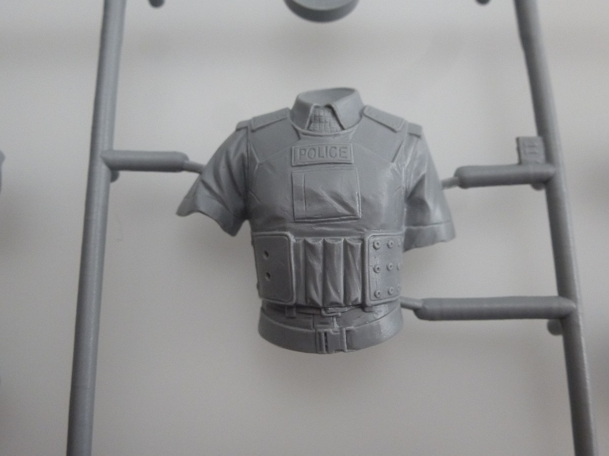 ICM-16009-BRITISH-POLICE-FEMALE-OFFICER-06 BRITISH POLICE FEMALE OFFICER in 1:16 von ICM # 16009