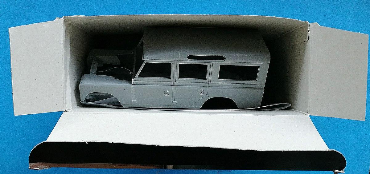REvell-07047-Landrover-Series-III-Box Landrover III LWB in 1:24 von Revell # 07047