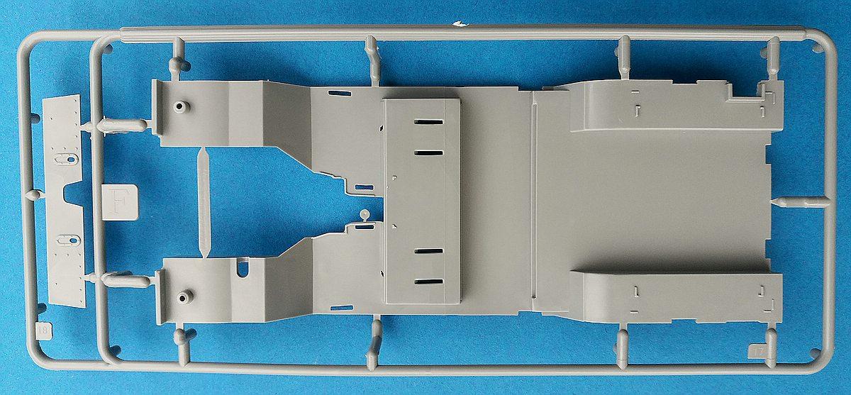 Revell-07047-Landrover-Series-III-42 Landrover III LWB in 1:24 von Revell # 07047