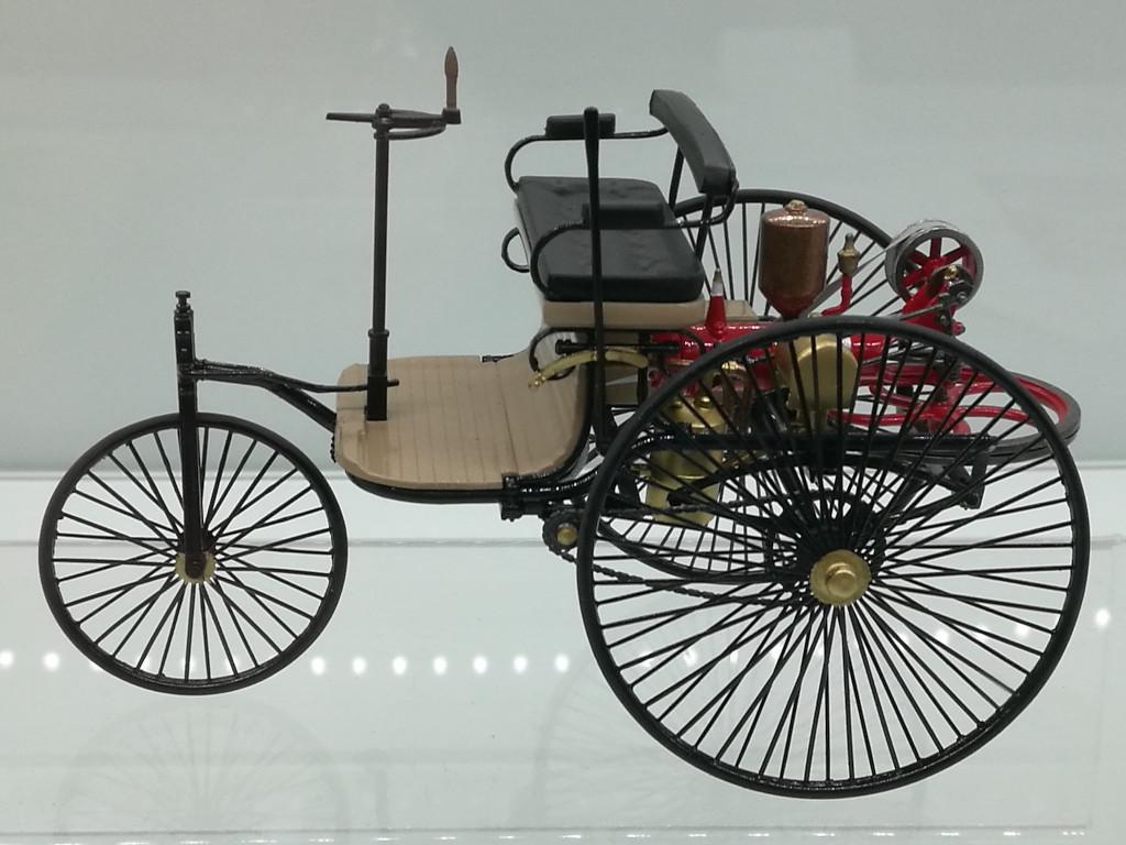 Benz4 Der neue Benz Patentmotorwagen in 1:24 von ICM