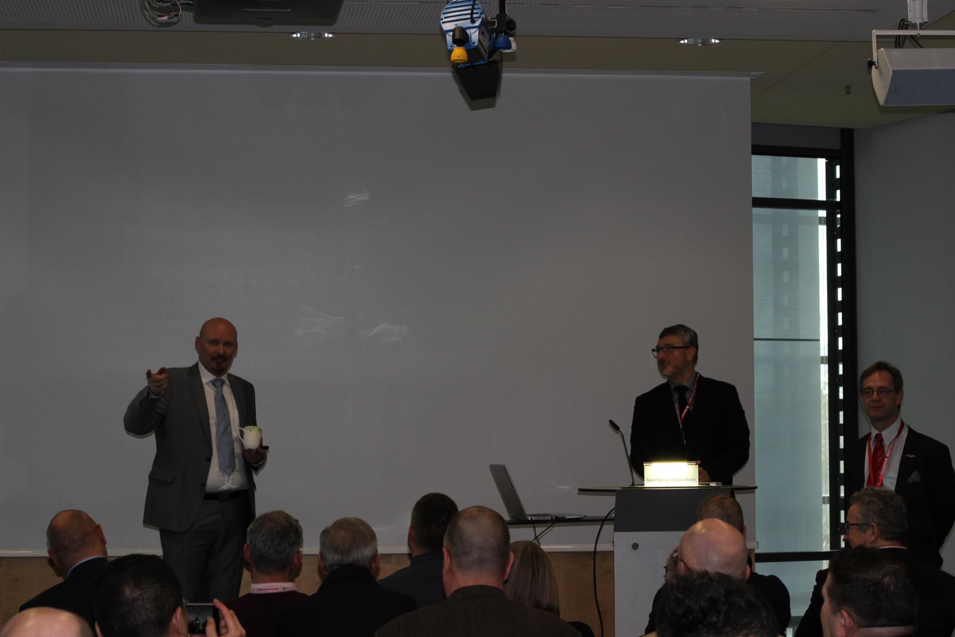 IMG_1192 Eduard Pressekonferenz in Nürnberg