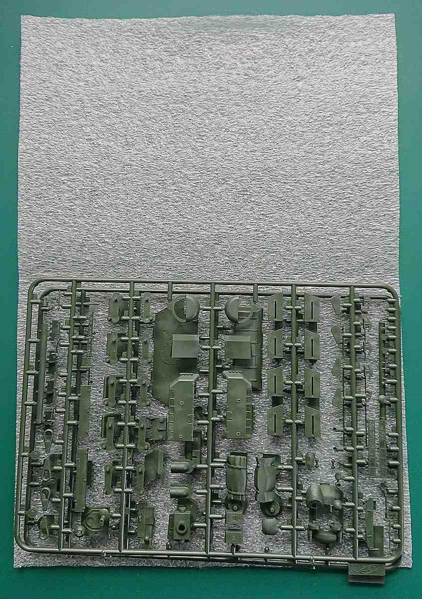 ICM-35371-T-34-Tyagach-Gussast-C1-und-C2-verpackt T-34 Tyagach Model 1944 in 1.35 von ICM # 35371