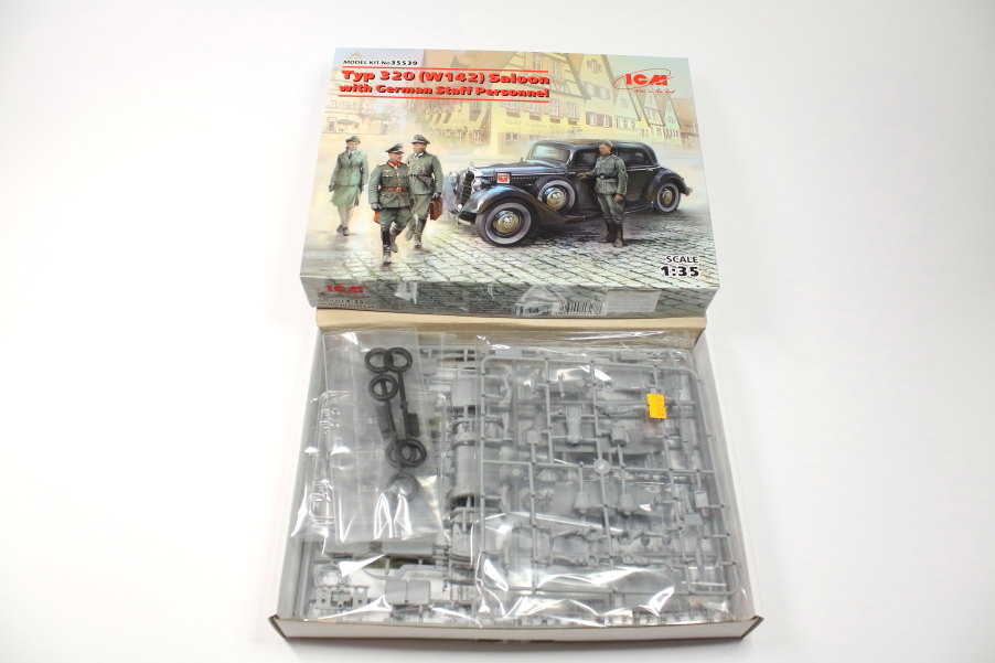 Offener-Karton WWII German Staff Car Type 320 (W142) Saloon - ICM 1/35