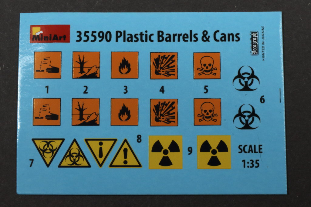 Review_MiniArt_Plastic_Barrels_C10 Plastic Barrels & Cans - MiniArt 1/35