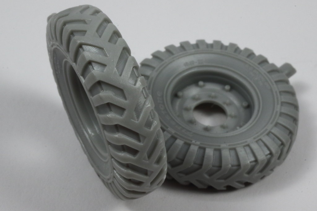 "Review_PanzerArt_C60_Wheels_06 C60 Resin Wheels ""Firestone"" - Panzer Art 1/35"