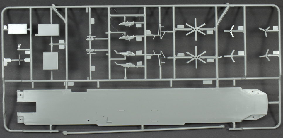 Review_Revell_Tawara_19 USS Tarawa LHA-1 in 1:720 von Revell #05170