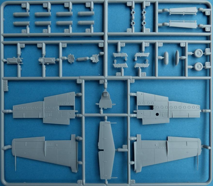 """Arma-Hobby-70001-TS-11-Iskra-DeLuxe-12 TS-11 bis DF """"Iskra"""" von Arma Hobby Deluxe-Set in 1:72 #70001"""