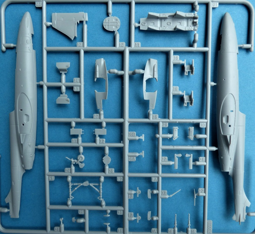 """Arma-Hobby-70001-TS-11-Iskra-DeLuxe-3 TS-11 bis DF """"Iskra"""" von Arma Hobby Deluxe-Set in 1:72 #70001"""