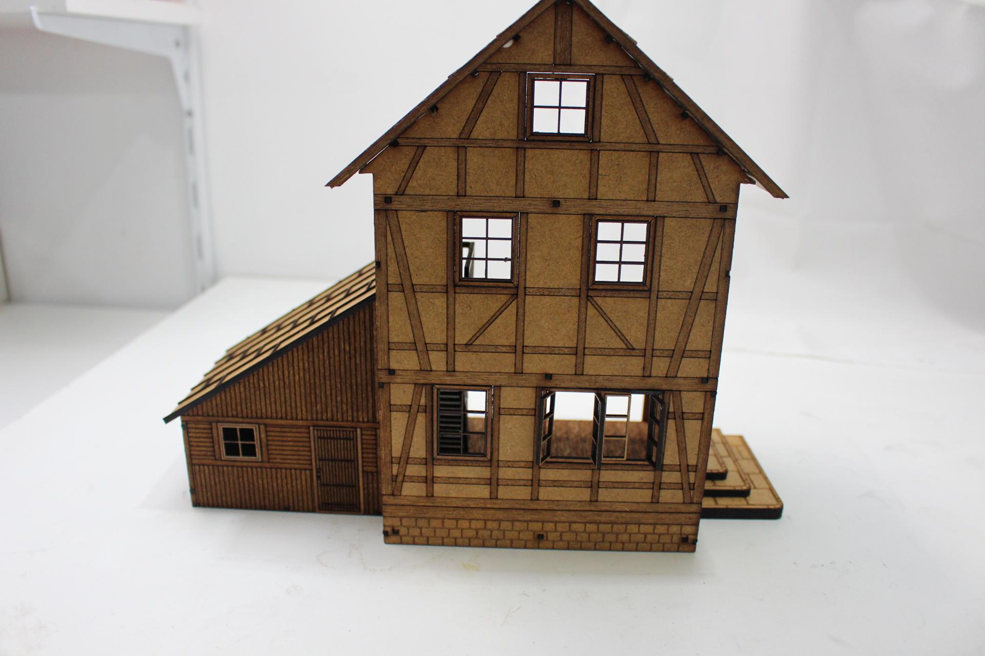 Bild-01 Fachwerkhaus mit Holzschuppen - Lasercut Modellbaushop 1:35