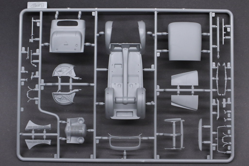 Review_ICM_Kadett_Saloon_05 Wehrmacht Personnel Cars (Opel) - ICM 1/35