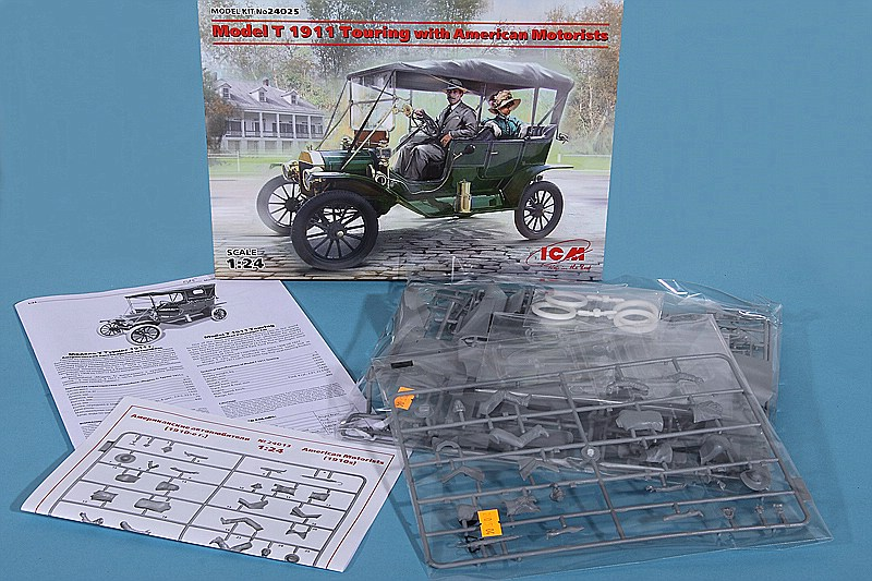 ICM-24025-Ford-Modell-T-1911-Touring-2 Ford Modell T 1911 Touring with American motorists in 1:24 von ICM #24025