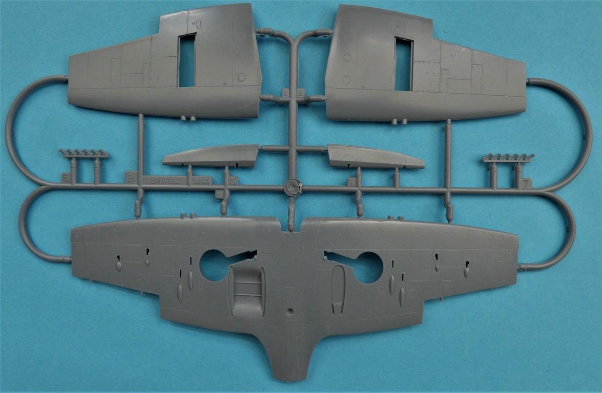 Special-Hobby-48192-Spitfire-Mk.-XII-V1-35 Special Hobby Spitfire Mk.XII against V-1 Flying Bomb # 48192