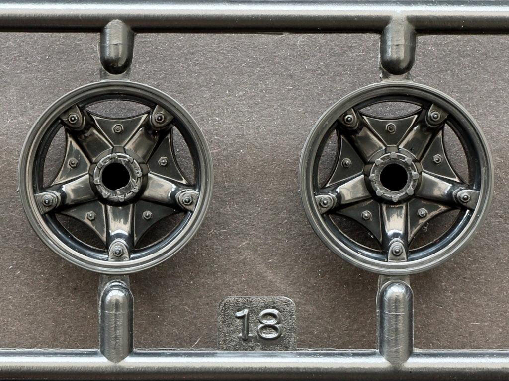 IMG_0116 Motörhead Tour Truck 1:32 Revell #07654