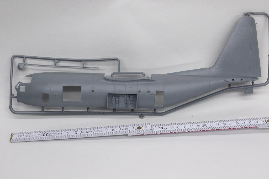 Review_Zvezda_C-130H_15 C-130H Hercules - Zvezda 1/72
