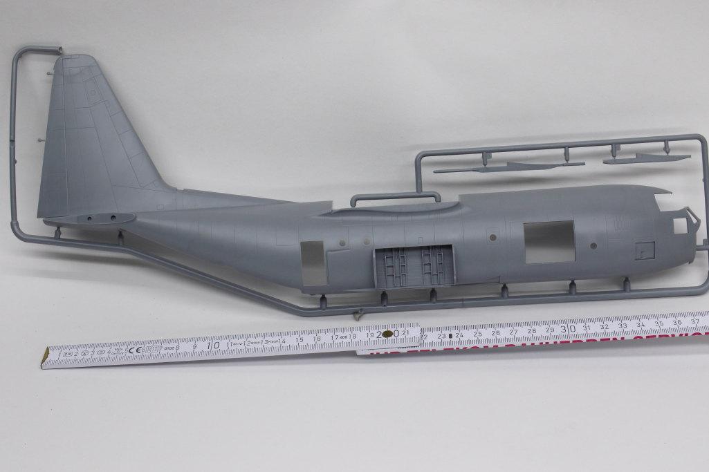 Review_Zvezda_C-130H_16 C-130H Hercules - Zvezda 1/72