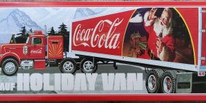 "AMT Model FB beaded Panel Fruehauf Holiday Van ""Coca Cola"" in 1:25"