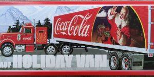"""AMT Model FB beaded Panel Fruehauf Holiday Van """"Coca Cola"""" in 1:25"""