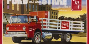 "AMT Ford C-600 Tilt-Cab Stake Truck ""Coca Cola"" in 1:25"