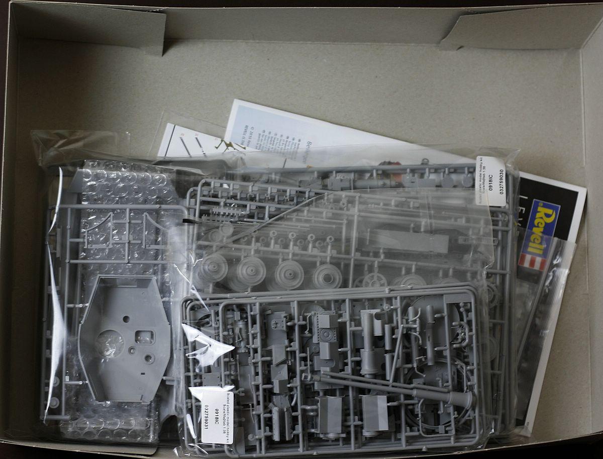 Revell-03275-Tiger-II-Inhalt-Karton Königstiger Platinum Edition in 1:35 von Revell #03275