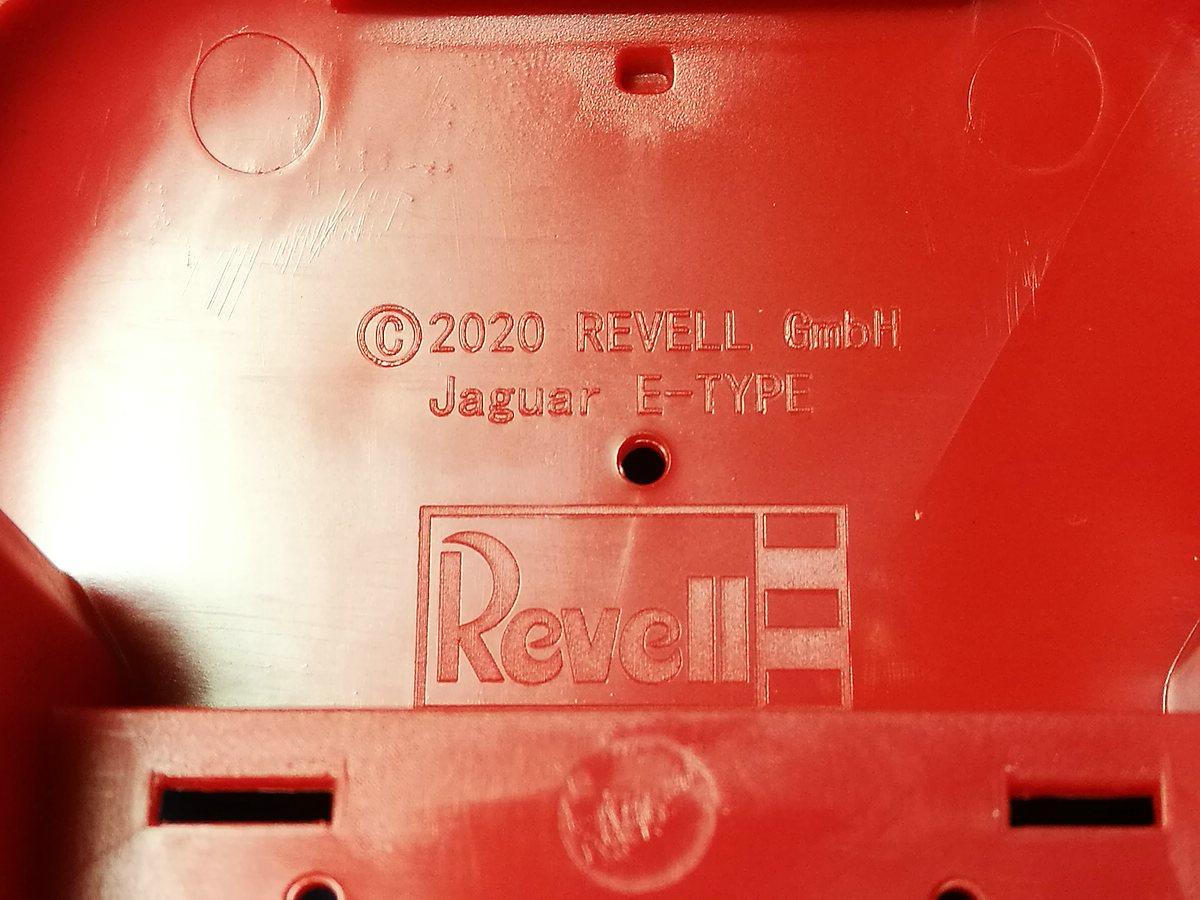 Revell-07668-Jaguar-E-Type-11 Jaguar E-Type in 1:24 von Revell # 07668