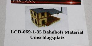 Bahnhofs Material Umschlagsplatz – Art.-Nr. LCD-069-1-35 – Lasercut-Shop – Maßstab 1:35