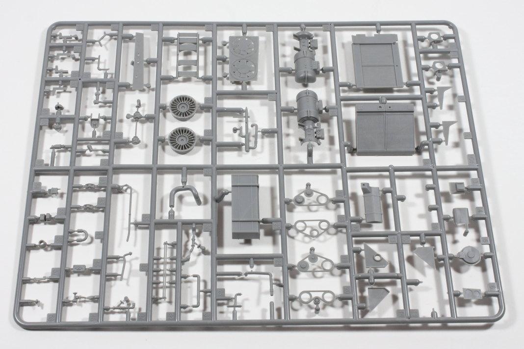Bild-8 Pz.Kpfw.IV Ausf.J Nibelungenwerk Late Prod. (Jan. – Feb. 1945) 1:35 Miniart (#35342)