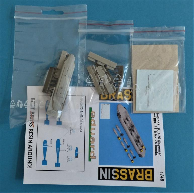 Eduard-648566-und-648567-SUU-20-Dispenser-2 SUU-25 Flare Dispenser und BDU 33 bzw. Mk. 76 Übungsbomben von Eduard in 1:48 #648566 und #648567
