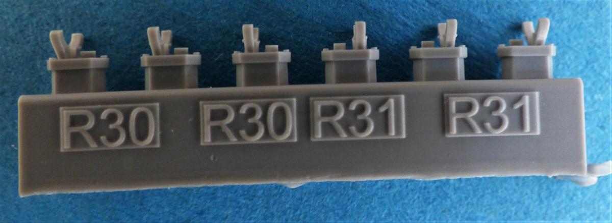 Eduard-648566-und-648567-SUU-20-Dispenser-9 SUU-25 Flare Dispenser und BDU 33 bzw. Mk. 76 Übungsbomben von Eduard in 1:48 #648566 und #648567
