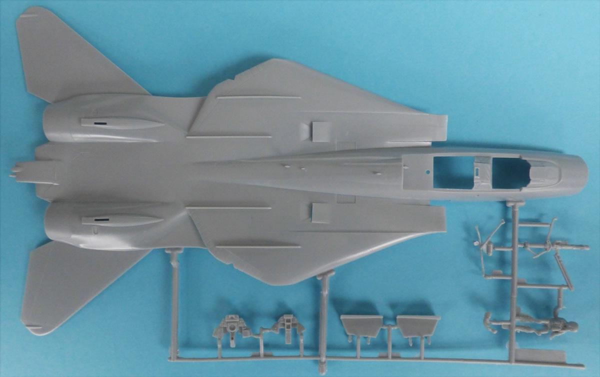 Revell-03865-Mavericks-F-14-TopGun-7 Maverik's F-14A Tomcat von Revell in 1:48 #