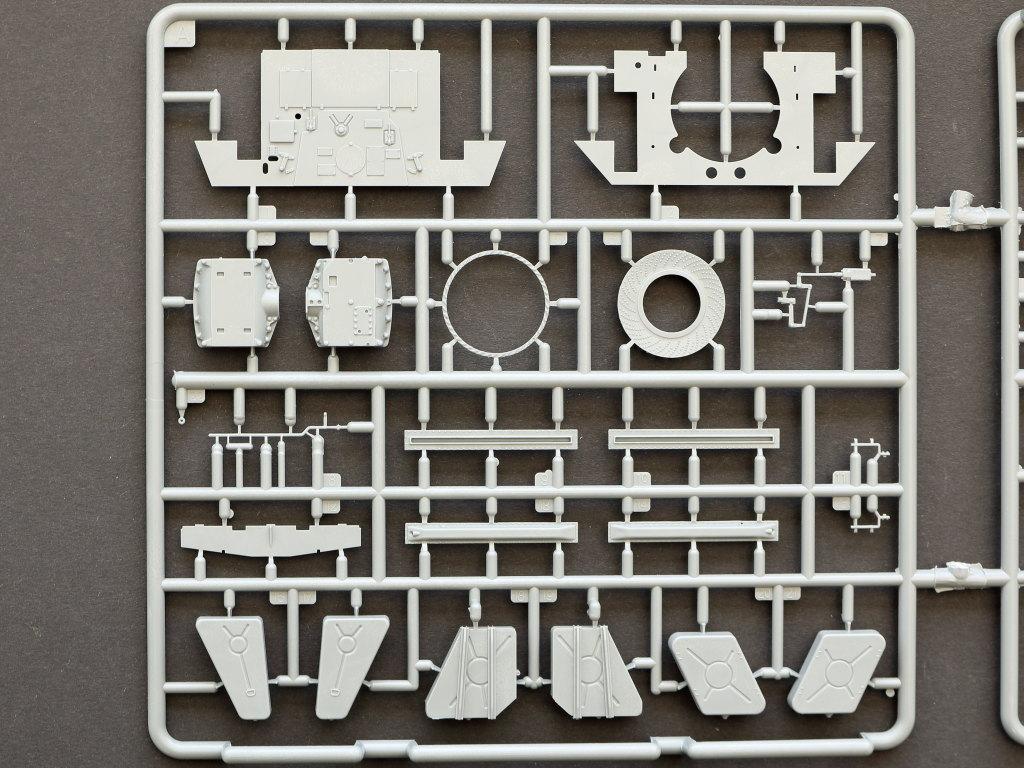 A T-34/85 w/D-5T Plant 112 Spring 1944 1:35 Miniart (#35290)