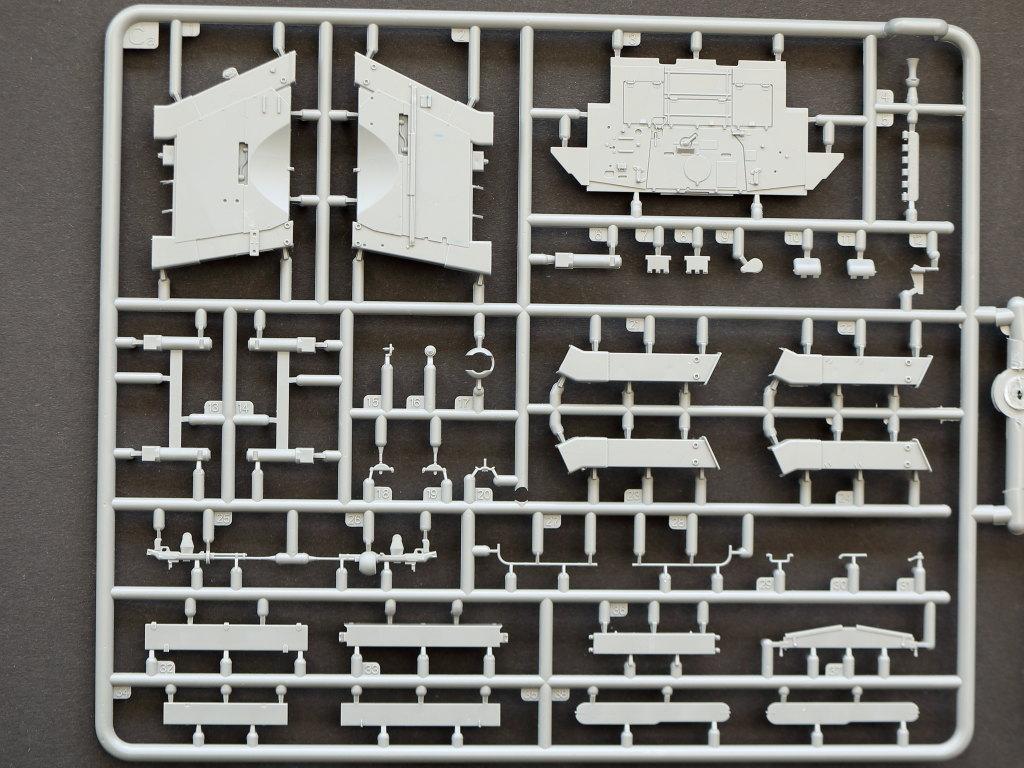 CA T-34/85 w/D-5T Plant 112 Spring 1944 1:35 Miniart (#35290)