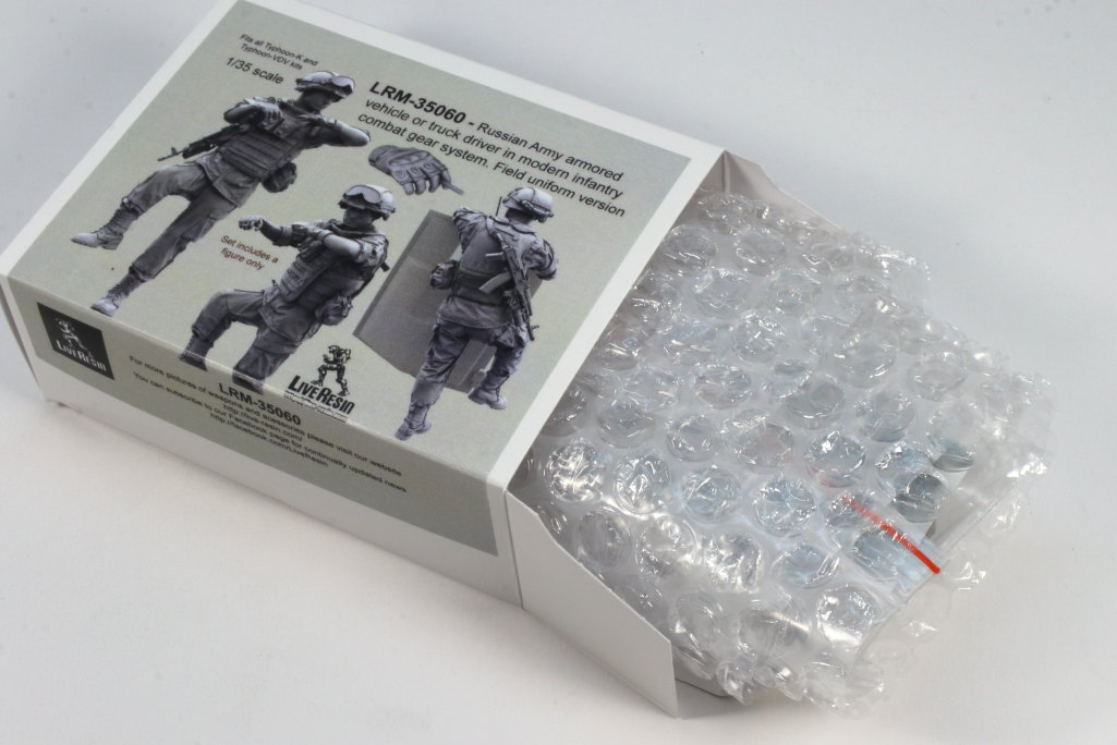 Review_LR_Russian_Driver_1__02 Modern Russian Army AV or truck driver  - Live Resin 1/35 - #LRM35060
