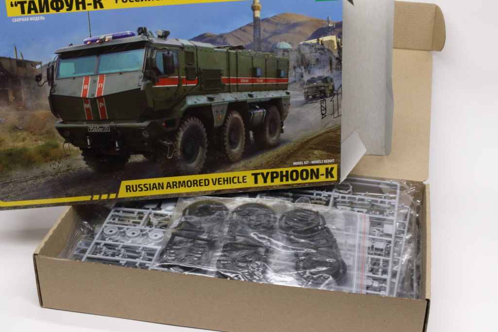 Review_Zvezda_TyphoonK_03 Typhoon K (Russian MRAP) - Zvezda 1/35
