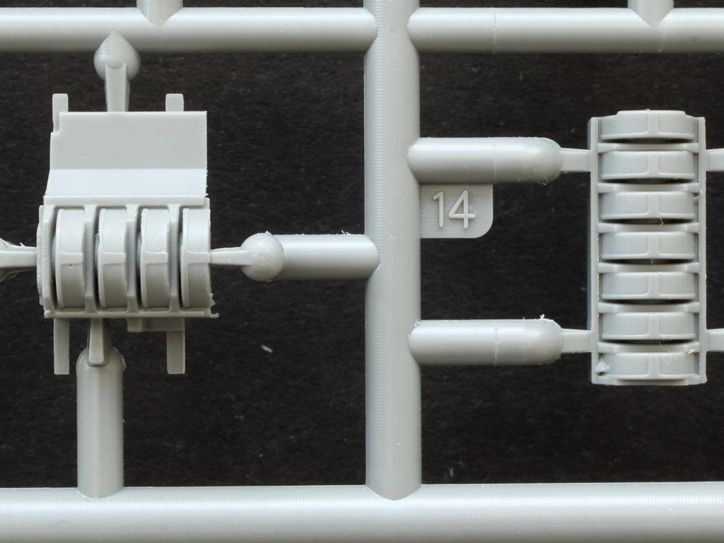 qf2 T-34/85 w/D-5T Plant 112 Spring 1944 1:35 Miniart (#35290)