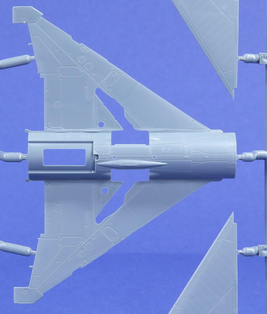 Eduard-70143-MiG-21-PF-ProfiPack-12 MiG-21PF in 1:72 von Eduard #70143